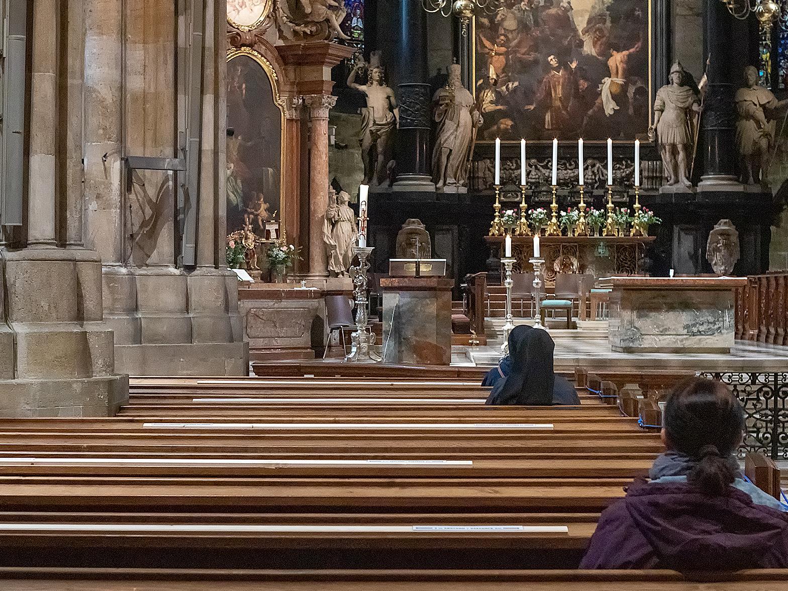 Die Wiener Erzdiözese empfiehlt das Tragen der Schutzmasken während des gesamten Gottesdienstes.