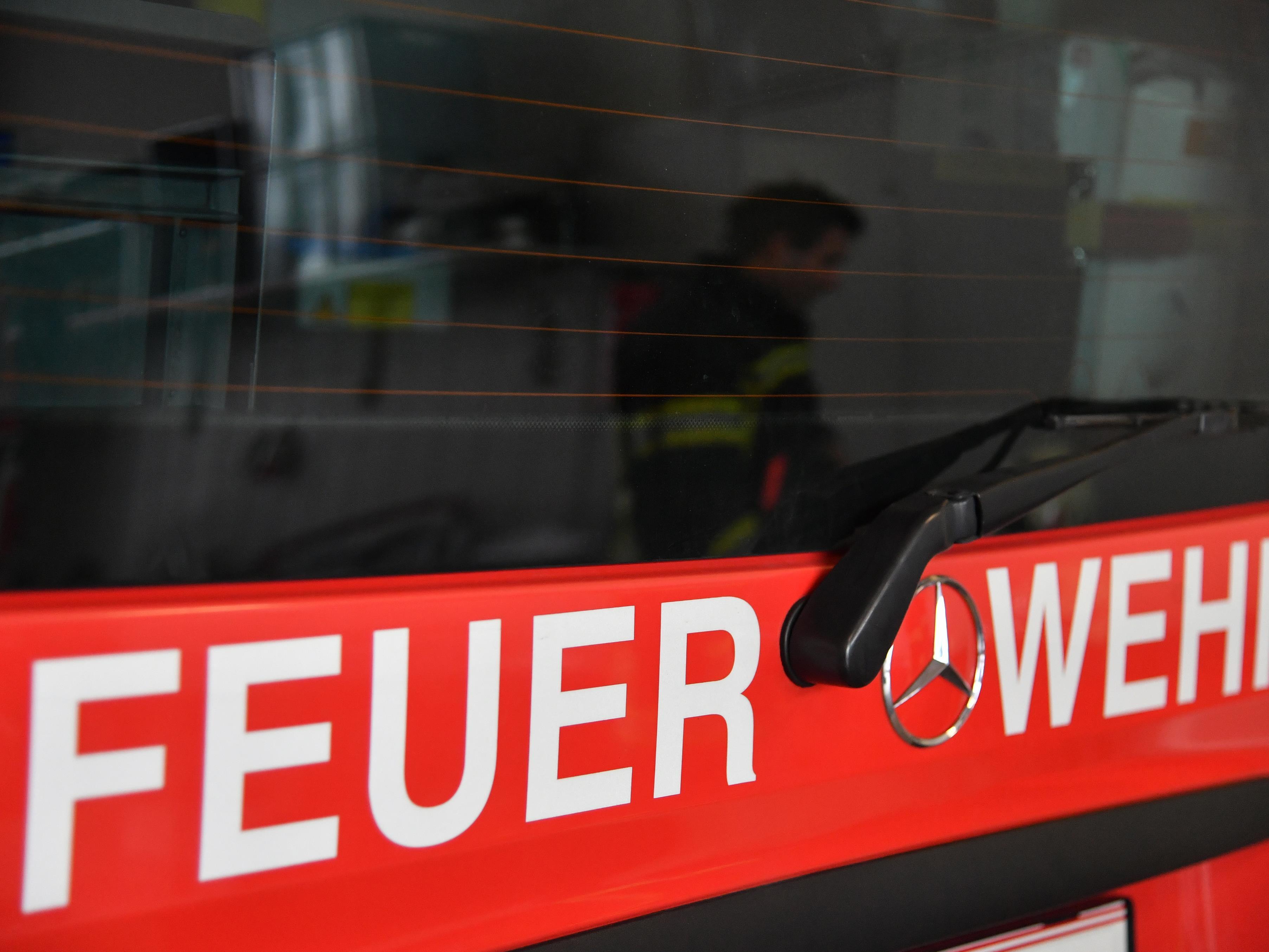 Die Feuerwehr rettete das Kleinkind.