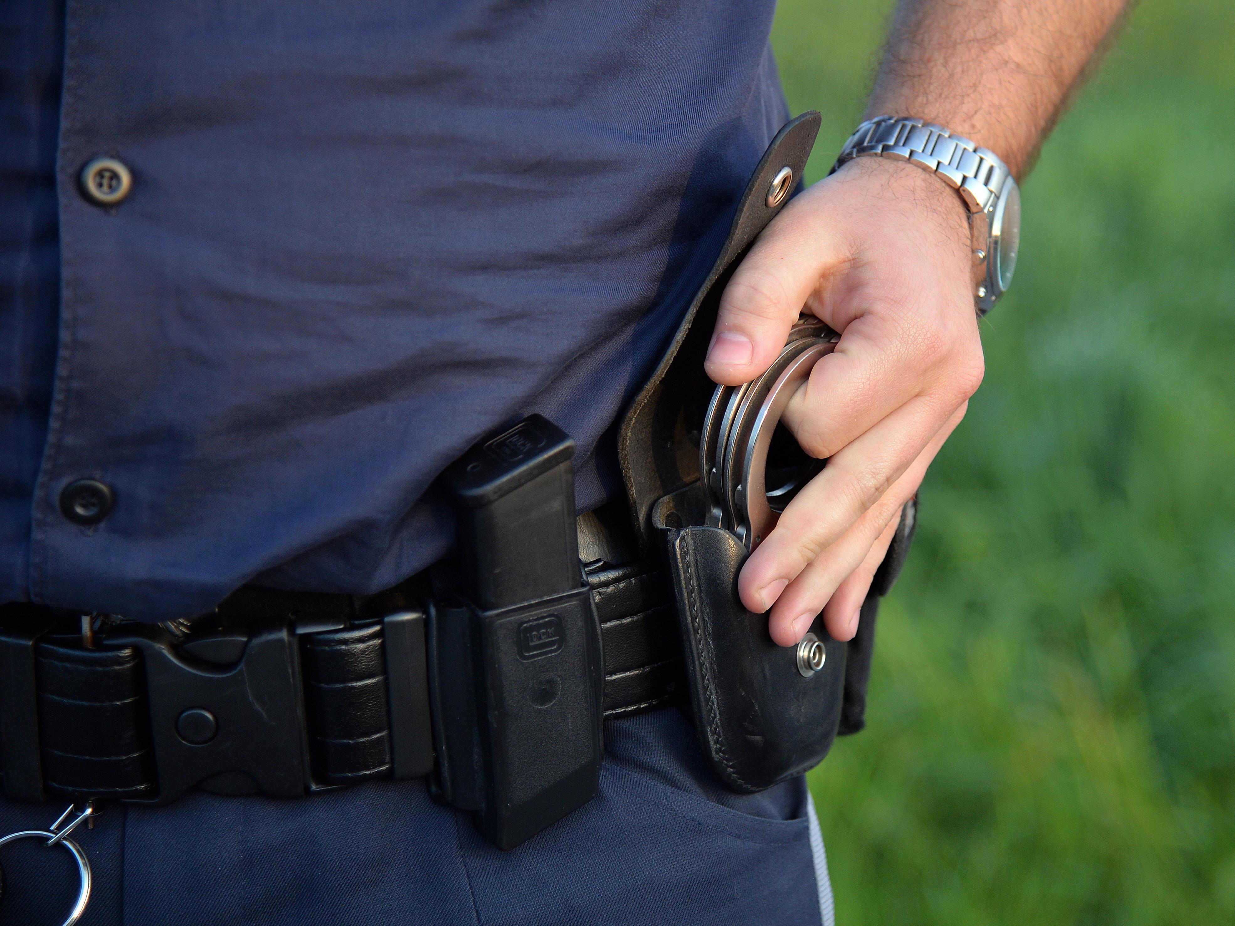 Die vier mutmaßlichen Ladendiebe wurden vorläufig festgenommen.